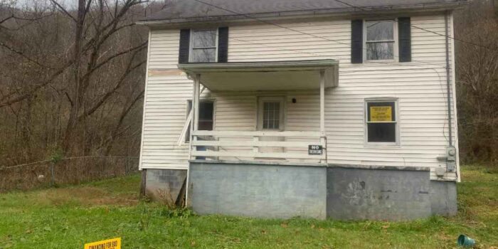 1621 Dawson Ave W, Big Stone Gap, VA 24219